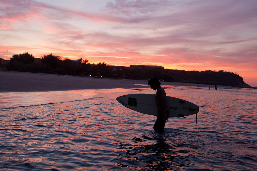 Surfer in Máncora
