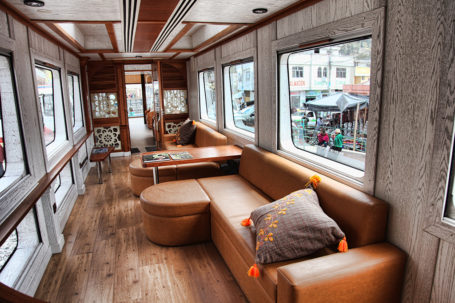 Lounge im Tren Crucero