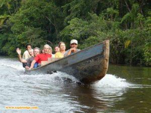 Per Kanu zur Tapir Lodge