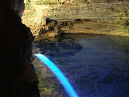 Die berühmte Grotte Poço-Encantado in der Chapada Diamantina