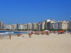 Blick über die Copacabana in Rio de Janeiro