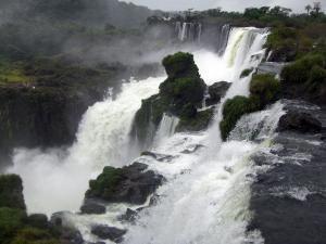 Blick über die Iguazu Wasserfälle