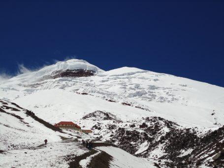 Schneebedeckter Gipfel des Cotopaxi