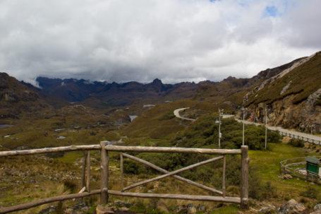 Blick vom Pass Tres Cruzes über den Nationalpark El Cajas