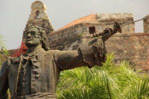 Statue von Blas de Lezo vor dem Castillo San Felipe Des Barajas in Cartagena