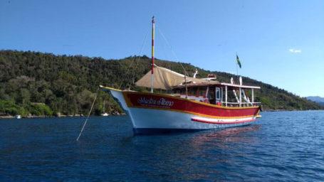 Schooner in der Bucht von Paraty
