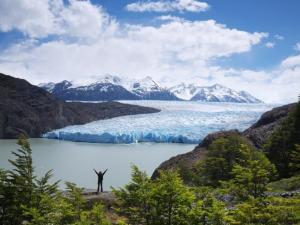 Blick auf den Grey-See mit Gletscher