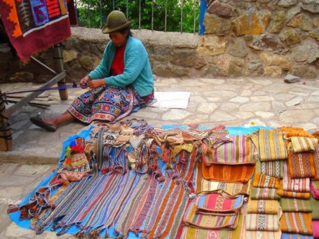 Indio-Frau auf dem Markt in Pisaq